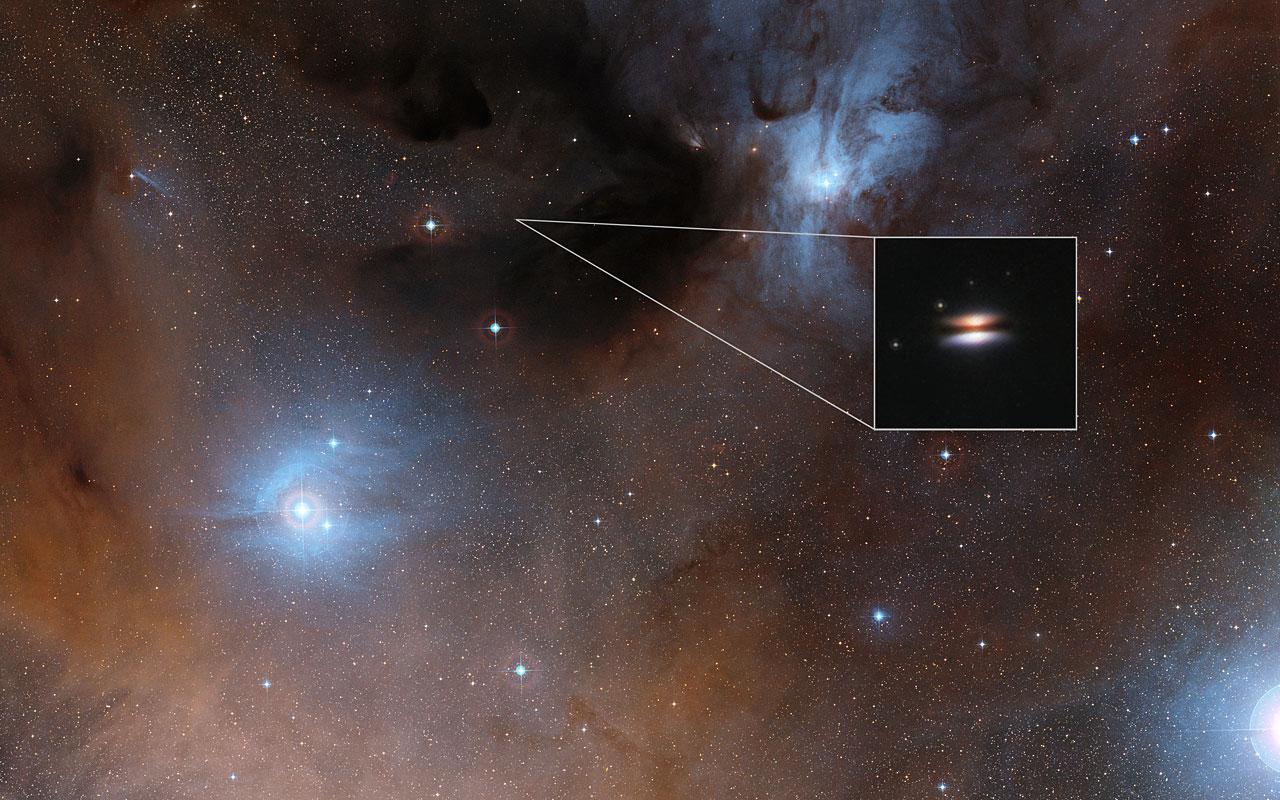 """El disco protoplanetario """"Platillo Volador"""" alrededor de 2MASS J16281370-2431391."""