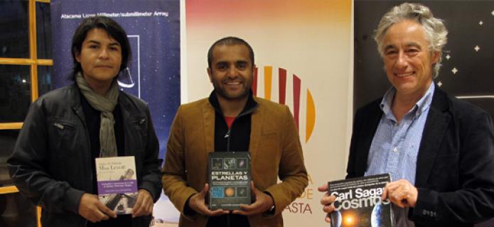 ALMA Observatory donates astronomy books to the Antofagasta Regional Library