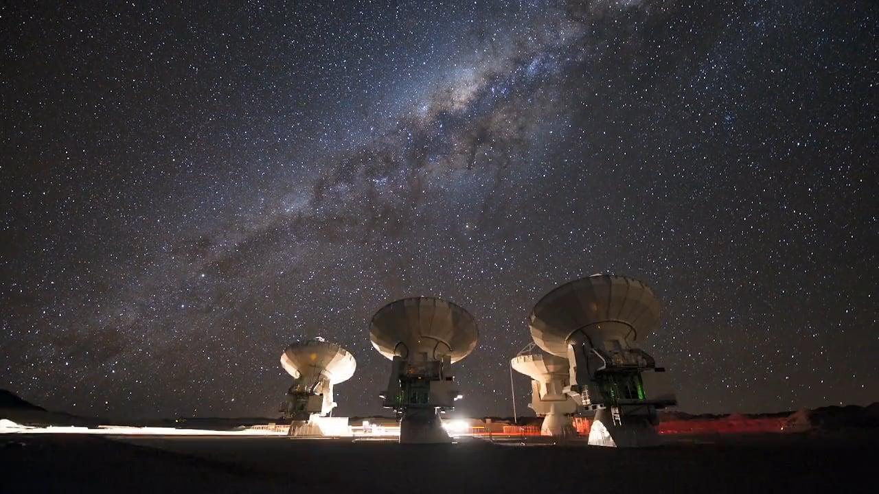 Cuatro Antenas en el Llano de Chajnantor