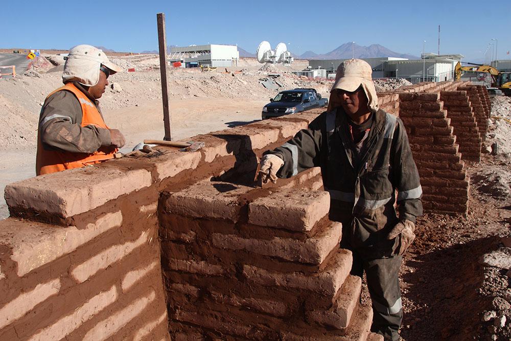 Construcción de muro de contención en ALMA