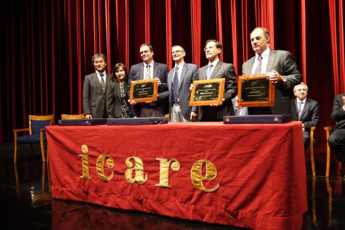 Los ganadores del Premio ICARE 2017. De izquierda a derecha: Seiichi Sakamoto (director de NAOJ Chile), Paulina Bocaz (Representante de AUI, inc. en Chile), Stuartt Corder (director interino de ALMA), Sean Dougherty (director electo de ALMA), Iván Arriagada (AMSA), y Juan Sutil (Empresas Sutil).