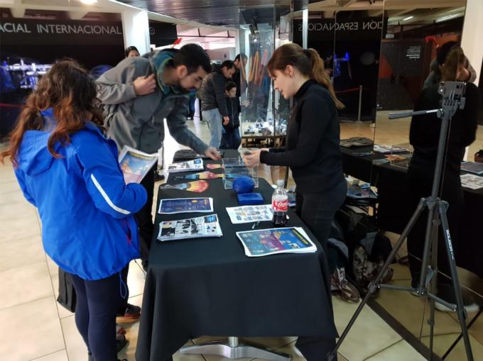 Se inauguró una muestra permanente de ALMA en el Planetario de Santiago, con gráficas y videos que entretendrán a los niños y adultos que visiten el lugar. Crédito: Planetario USACH