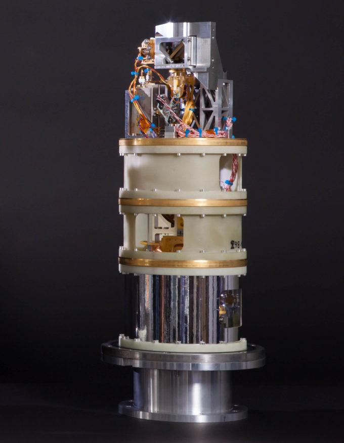Foto de uno de los cartridges fríos de Banda 10, que le da la posibilidad a ALMA de observar en altas frecuencias. Crédito: ALMA (ESO/NAOJ/NRAO)