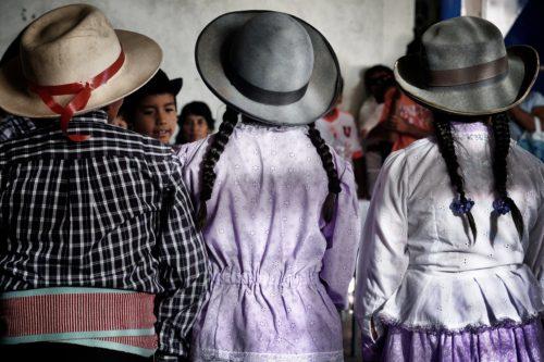 ALMA ha mantenido estrechas relaciones con las comunidades locales de Atacama y las ha estado apoyando en diferentes proyectos a través de los años a través de fondos de subvenciones. En esta foto, un grupo de niños de Toconao se prepara para una presentación / ceremonia tradicional. © Ralph Bennett - ALMA (ESO / NAOJ / NRAO)