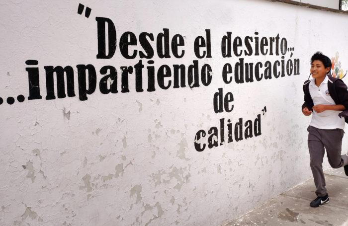 ALMA ha mantenido estrechas relaciones con las comunidades locales de Atacama y ha estado ayudando específicamente a la Escuela Pública E-21 de Toconao con subsidios de Ciencia e Inglés. En esta foto, estudiantes de la Escuela Pública E-21 de Toconao durante una feria de ciencias organizada por ALMA. © Ralph Bennett - ALMA (ESO / NAOJ / NRAO)