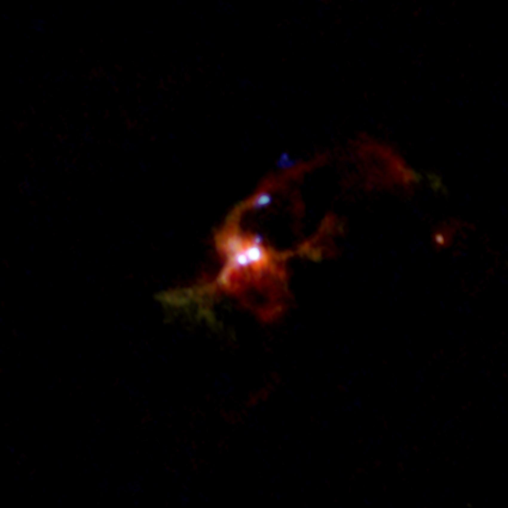 Imagen compuesta de la protoestrella binaria masiva IRAS 16547-4247
